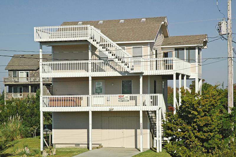 DUSTY'S BEACH BALL - Image 1 - Salvo - rentals