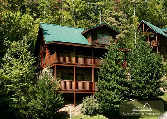 Bear's Corner  Close to Town  Arcade  Pool Table  Hot Tub  Free Nights - Image 1 - Gatlinburg - rentals