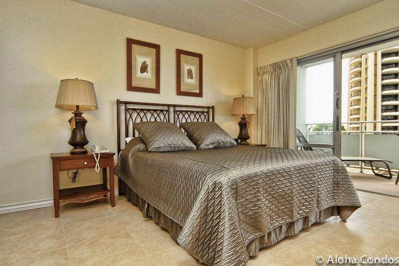 Ilikai Hotel Condos, Condo 624 - Image 1 - Honolulu - rentals