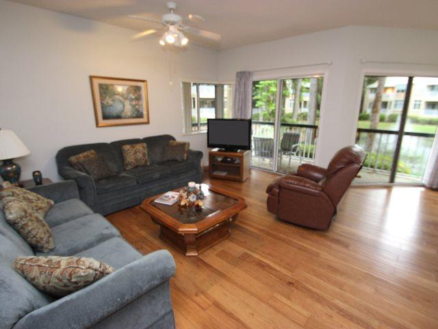 Living area - Barrington Park, 601 - Hilton Head - rentals