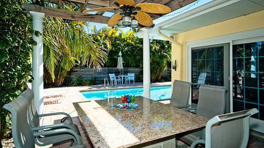 Outdoor Dining Area - Beachy Keen - Anna Maria - rentals