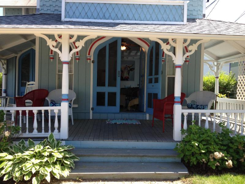 Victorian Beach House - Waterviews at Inkwell Beach - Perfect Town/Beach Location - 5 Bedrooms - Victorian Beach House - Waterviews, Beach, In-Town - Oak Bluffs - rentals