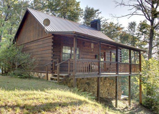 OUTSIDE FRONT OF THE CABIN - A BEAR PAUSE- 3BR/3BA- CABIN SLEEPS 11, SECLUDED, HOT TUB, SCREENED PORCH, POOL TABLE, CARD AND CHECKER TABLE, AND WIFI, $125/NIGHT(excludes holidays and peak season)! - Blue Ridge - rentals