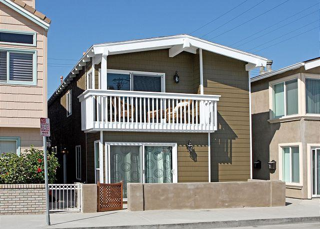 Beautiful Renovated 3 Bedroom Beach House! Just 9 Houses from Sand! (68278) - Image 1 - Newport Beach - rentals