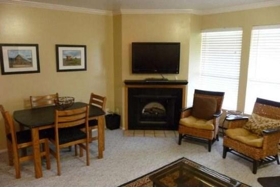 Beautifully updated condo, close to Outdoor Pool and Hot Tub - Image 1 - Eden - rentals