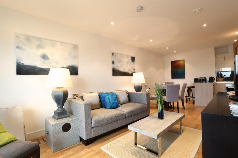 Wandsworth Bridge - Ivy Lettings - Image 1 - London - rentals