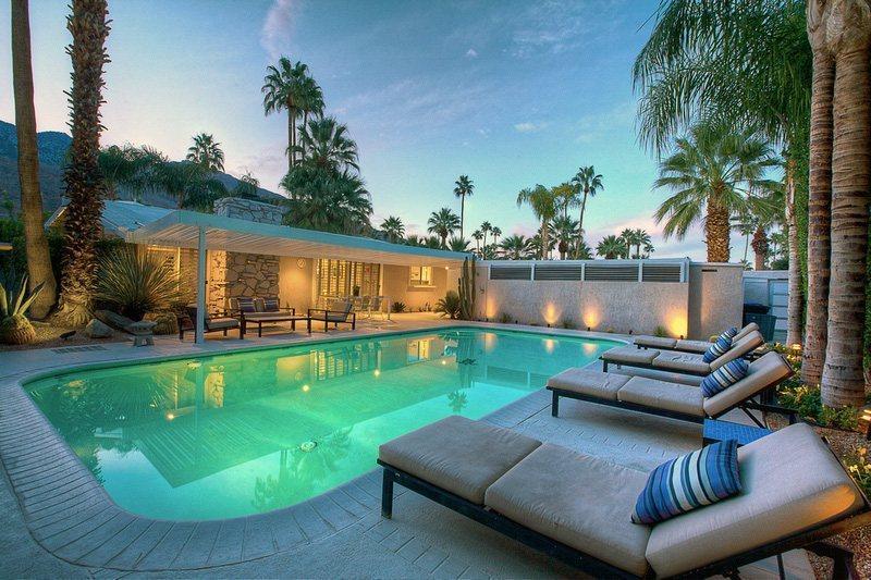 Poolside Lounges - A Palm Springs Getaway - Palm Springs - rentals