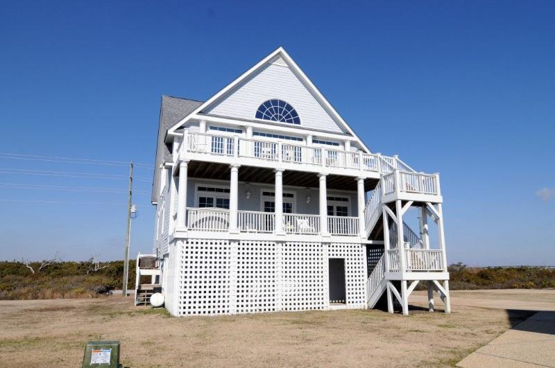 4294 Island Dr - Island Drive 4294 Oceanfront-B Lot! | Internet, Community Pool, Hot Tub, Elevator, Jacuzzi - North Topsail Beach - rentals