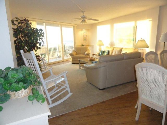 Living Room - St. Regis 2108 Oceanfront! | Indoor Pool, Outdoor Pool, Hot Tub, Tennis Courts, Playground - North Topsail Beach - rentals