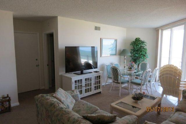 Living Area - St. Regis 3412 Oceanfront! | Indoor Pool, Outdoor Pool, Hot Tub, Tennis Courts, Playground - North Topsail Beach - rentals