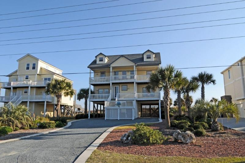 3686 Island Dr - Island Drive 3686 Oceanfront! | Private Heated Pool, Hot Tub, Jacuzzi, Internet, Linens Provided - North Topsail Beach - rentals