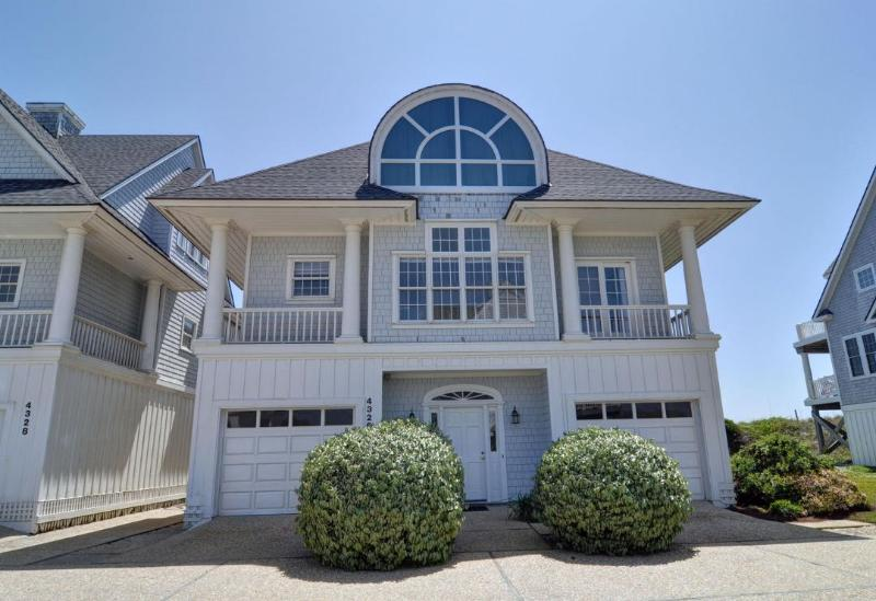4326 Island Dr - Island Drive 4326 Oceanfront! | Internet, Community Pool, Jacuzzi, Fireplace - North Topsail Beach - rentals