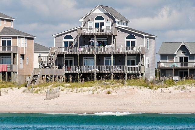 I'm on a boat! - Hampton Colony 644 Oceanfront! | Community Pool, Hot Tub, Jacuzzi, Fireplace, Wedding Friendly - North Topsail Beach - rentals