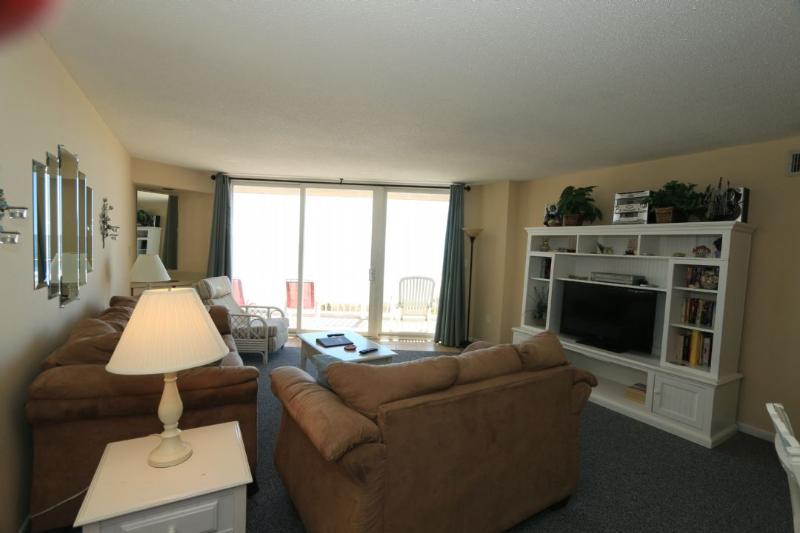 Living Area - St. Regis 2207 Oceanfront!   Indoor Pool, Outdoor Pool, Hot Tub, Tennis Courts, Playground - North Topsail Beach - rentals
