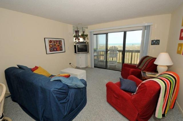 Living Room - Topsail Dunes 3105 Oceanfront! | Community Pool, Tennis Courts, Grill Area, Elevator, Internet - North Topsail Beach - rentals