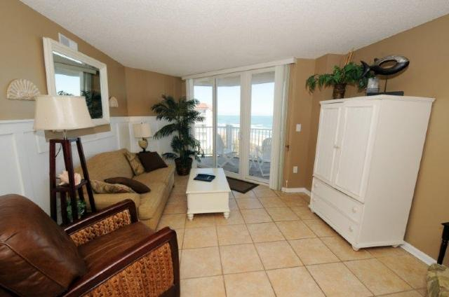 Living Room - St. Regis 2611 Oceanfront!   Indoor Pool, Outdoor Pool, Hot Tub, Tennis Courts, Playground - North Topsail Beach - rentals