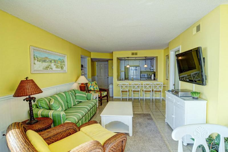 Living Area - St. Regis 2509 Oceanfront! | Indoor Pool, Outdoor Pool, Hot Tub, Tennis Courts, Playground - North Topsail Beach - rentals
