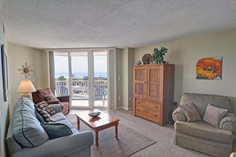 Living Area - St. Regis 2210 Oceanfront! | Indoor Pool, Outdoor Pool, Hot Tub, Tennis Courts, Playground - North Topsail Beach - rentals