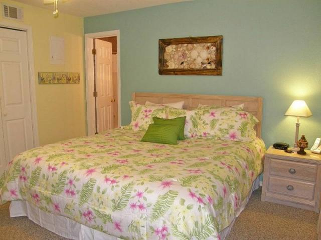 BEDROOM KING BED - Affordable Beach Condo For Family Of Four - Fort Walton Beach - rentals