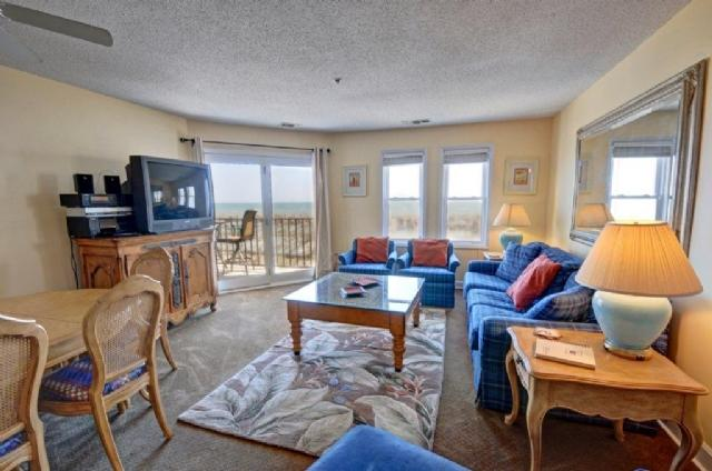Living Room - Villa Capriani 113-A Oceanfront! | 3 Pools, Largest Pool on NC Coast, 2 Hot Tubs, Grill Area, Tennis Courts, Restaurant, and Internet - North Topsail Beach - rentals