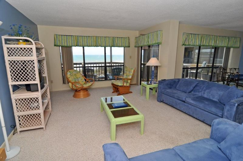Living Area - Topsail Dunes 2213 Oceanfront!   Community Pool, Tennis Courts, Grill Area, Internet - North Topsail Beach - rentals