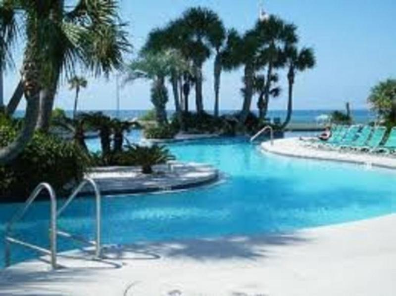 Gorgeous lagoon pool - Large 3 Bedroom with Gulf Front View, Pool, and Ho - Panama City Beach - rentals