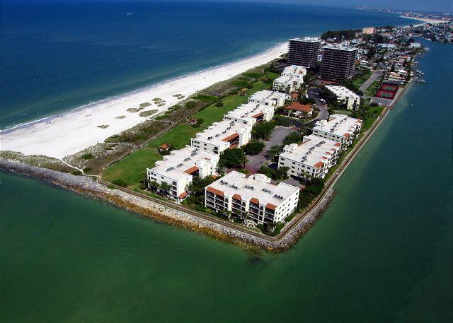Beachfront gated condominium located directly on the Gulf of Mexico in Sunset Beach on Treasure Island - Land's End #202 building 1 - Bay Front - Treasure Island - rentals