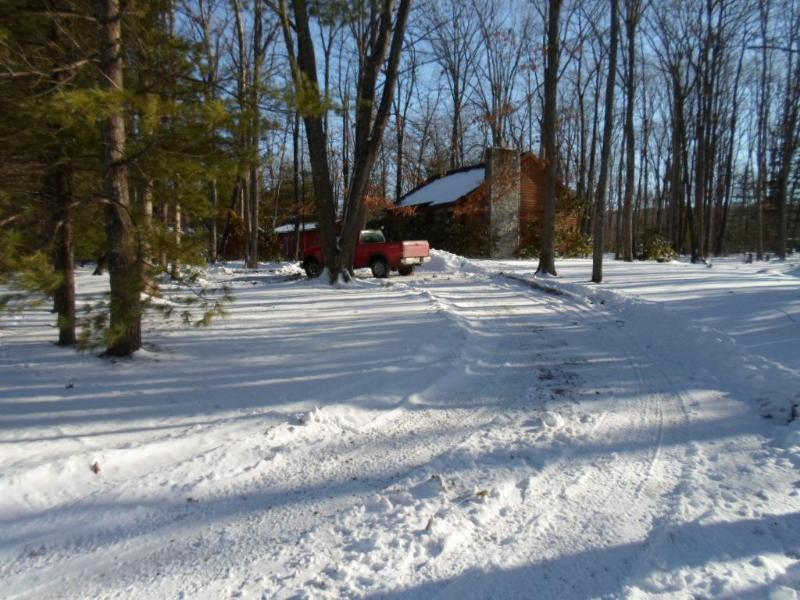 Exterior - winter - Cute Log Cabin near Deep Creek Resort area. cozy.. - Oakland - rentals