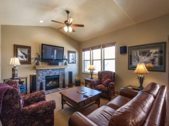 Deluxe Jordanelle Deer Valley Towhome Sleeping 14 - Image 1 - Heber City - rentals