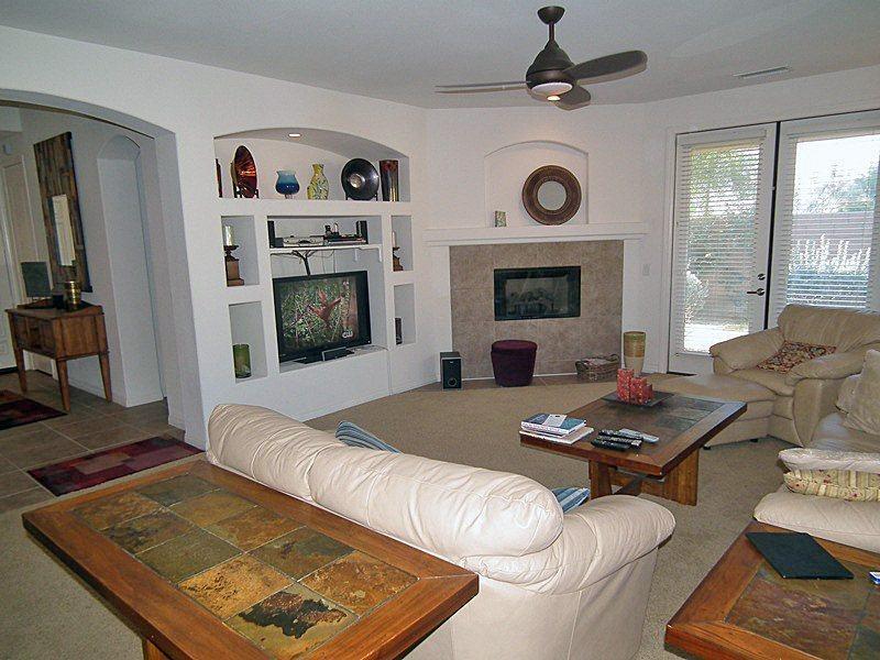 Bright  Airy Living Room - Cimarron Cove Golf Villa - Palm Springs - rentals