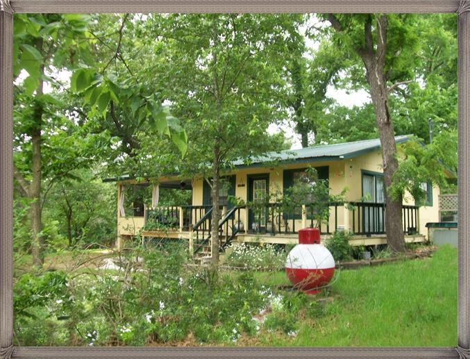 Beaver Lake At Rogers Arkansas, The Best Place For A Lake Vacation Rental Cabin  & City Life Is Near - Beaver Lake Cabin Rental Rogers AR Lg Covered Deck - Rogers - rentals