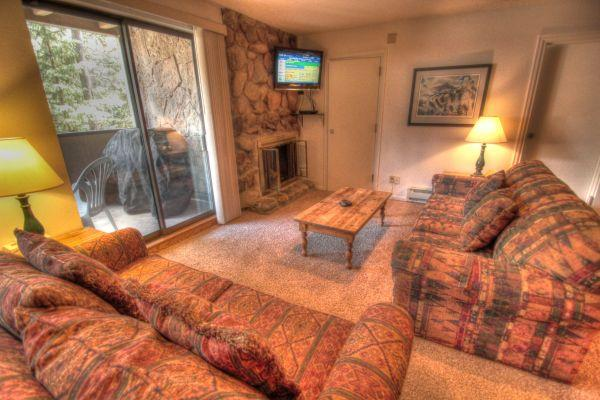 CM216 Copper Mtn Inn 3BR 3BA - Center Village - Image 1 - Copper Mountain - rentals
