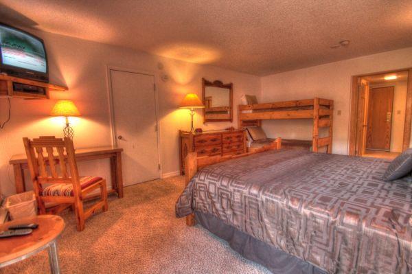 CM217H Copper Mtn Inn Hotel Rm - Center Village - Image 1 - Copper Mountain - rentals