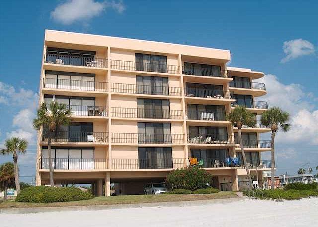 Smaller Gulf front condominium complex directly on Madeira Beach boasting a total of 15 units - Trillium #4C - Madeira Beach - rentals