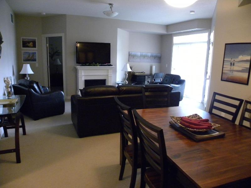 dining area to living room - Excellent Family Condo by BEACH! - Kelowna - rentals