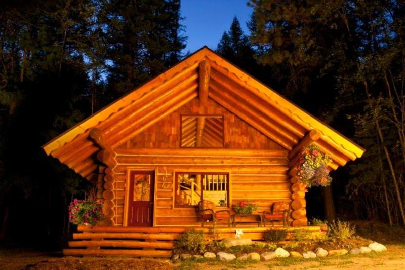 Summer Night - Log Cabin Retreat - a handcrafted Work of Love - Sandpoint - rentals
