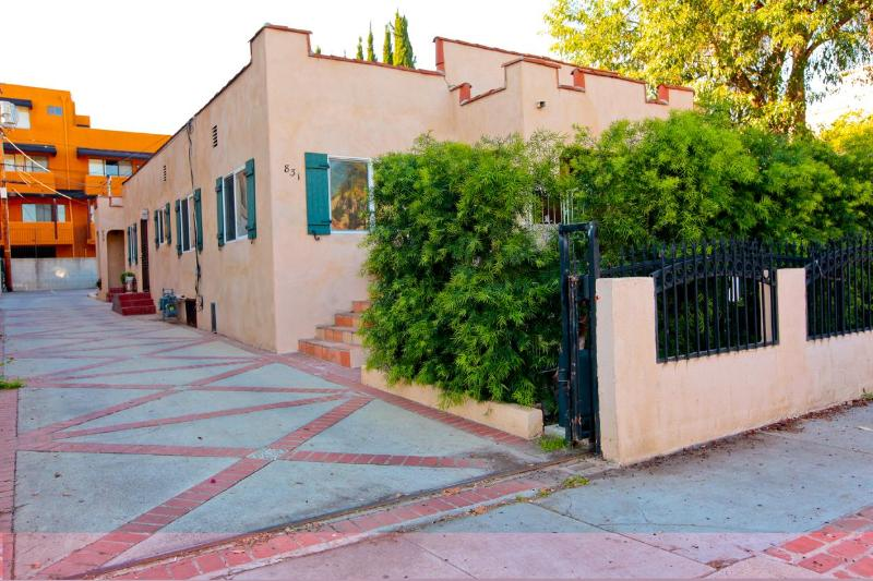 Property Entrance - Driveway - Hollywood-Melrose Area-10% off Special - Los Angeles - rentals