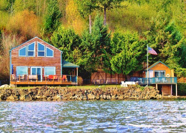 Giggle Fish Beach Cabin + Guest Boathouse **2 Kayaks** - Image 1 - Hoodsport - rentals