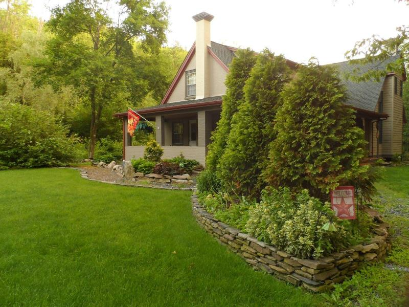 The Homestead - Country Charm at its Finest - Image 1 - Palmerton - rentals