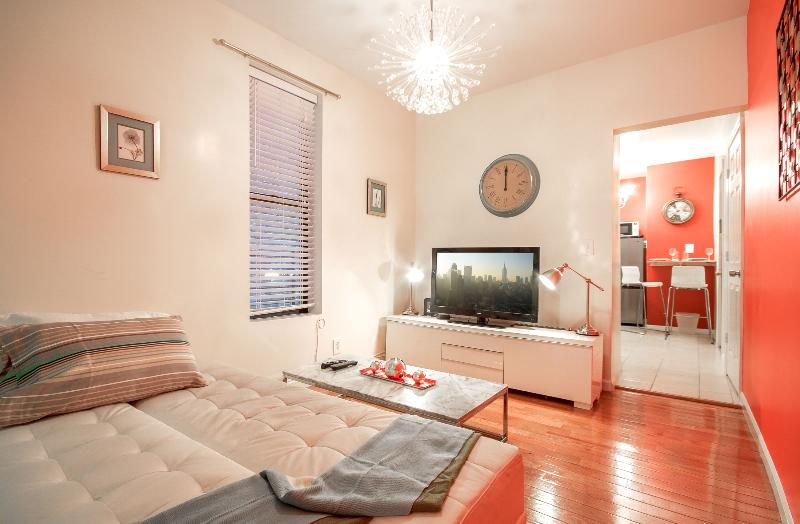 Stunning 3 BR 15 mins to Times Sq - Image 1 - New York City - rentals