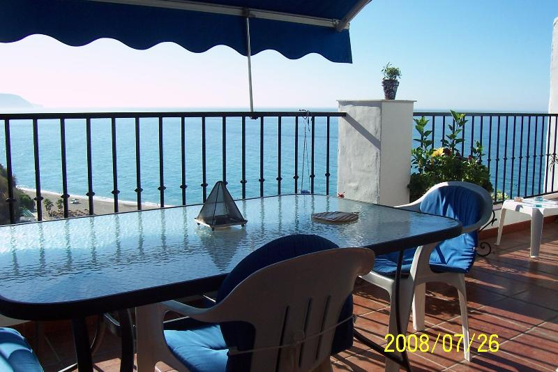 """Terrace ,dining area - """"El ranchito""""NerjaMarvellous sea sights over Burriana beach.Free WIFI.last moment offers! - Nerja - rentals"""