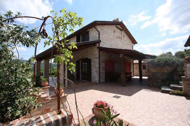 Private Villa,8 sleeps, pool, hill view, Le Marche - Image 1 - Cagli - rentals