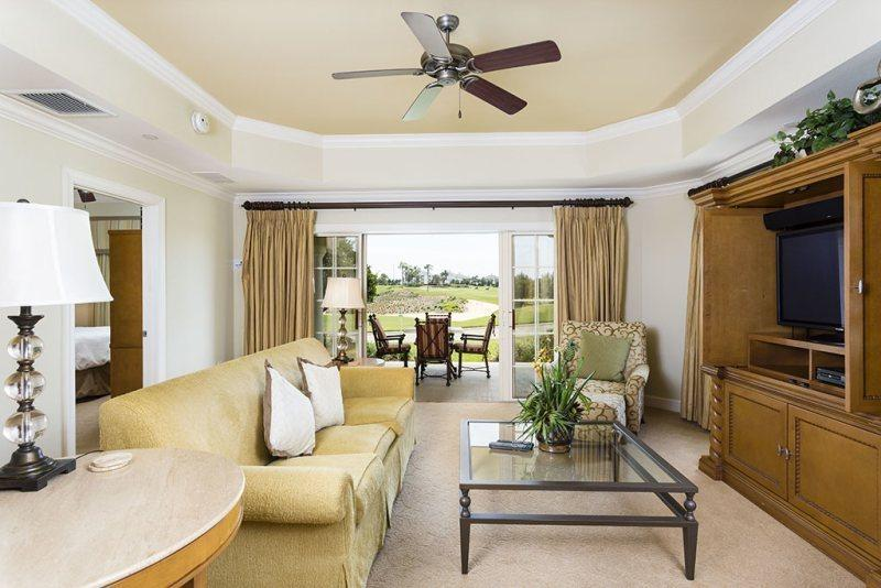 Centre Court Sun, 3 Bed Luxury Condo Central Location in Reunion - Image 1 - Reunion - rentals