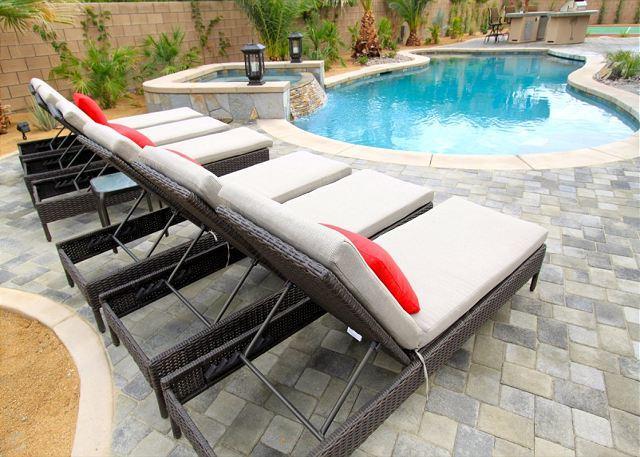 'Palmeras' Pool & Spa, Sport Court, Firepit - Image 1 - La Quinta - rentals