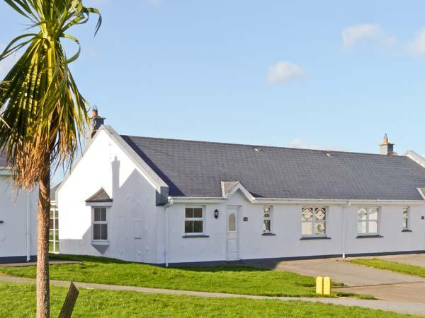 198 ST HELENS BAY, close beach and golf, garden, open fire, St Helens Bay Ref 18382 - Image 1 - Kilrane - rentals