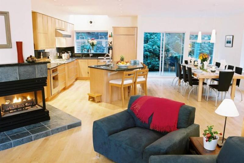 Spacious, open plan living area. - Maeve Gallagher - Whistler - rentals