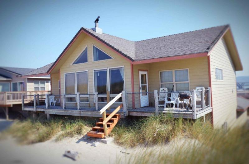 The Ocean Blue sits Right on a Sandy Beach! - Ocean Front Sits Right on a Sandy Beach! - Waldport - rentals