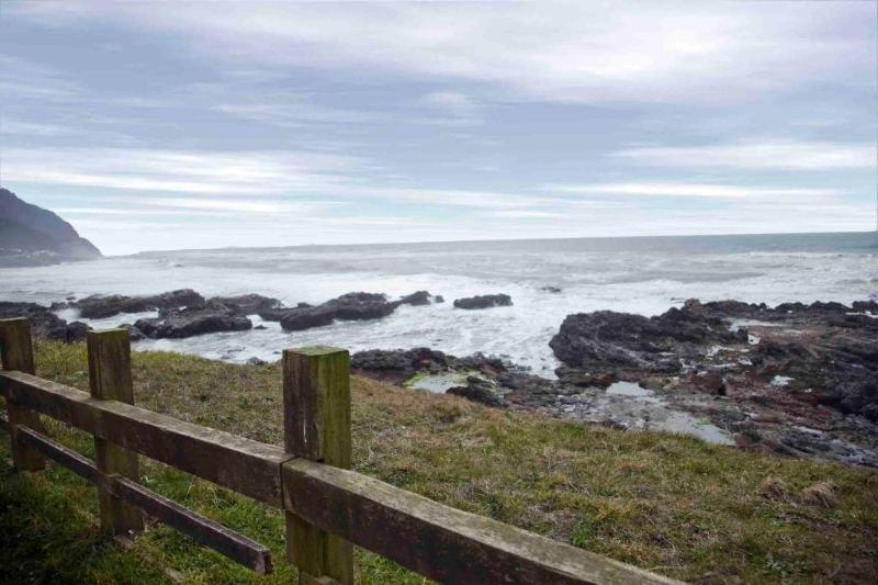 Only steps to the Ocean! - Modern Ocean View Home Only Steps to the Beach! - Yachats - rentals
