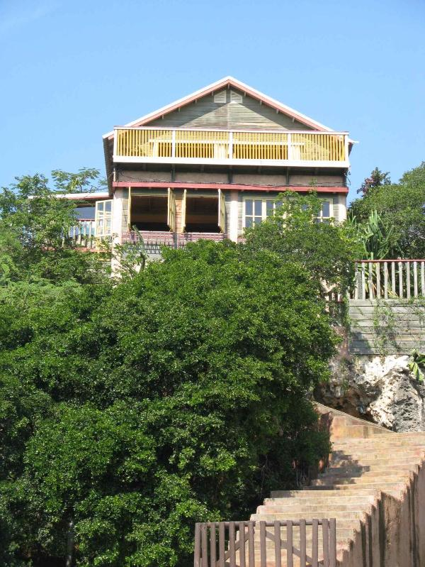 BARUKAMBA: front view - cozy wooden house (150 m2), with a large terrace facing the ocean - BARUKAMBA: a house with a view ...! - Treasure Beach - rentals