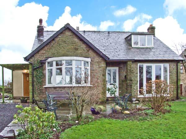 KITTY'S, detached dormer bungalow, woodburner, roll-top bath, enclosed garden, near Marple Ref 20825 - Image 1 - Marple - rentals